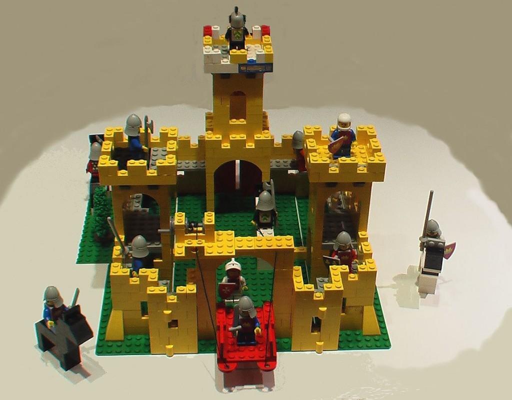 Per chi cerca lavoro: lego cerca progettisti per le sue costruzioni
