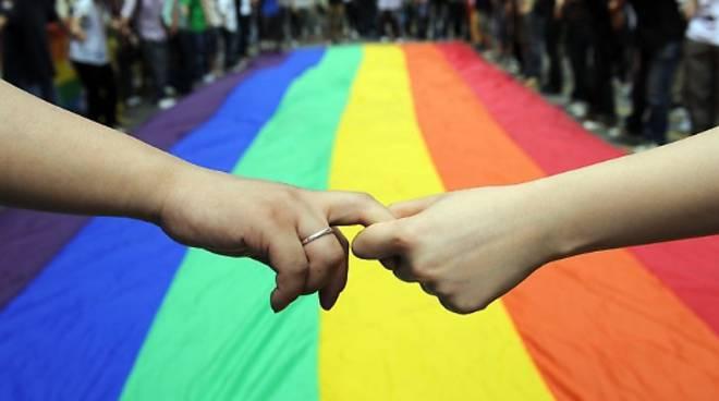 Unioni civili, non solo gay, cosa cambia per le coppie etereossessuali?