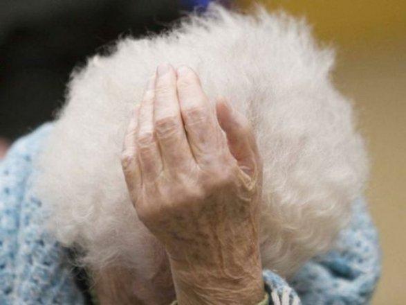 Un'anziana di 94 malata di alzheimer, picchiata dalla badante