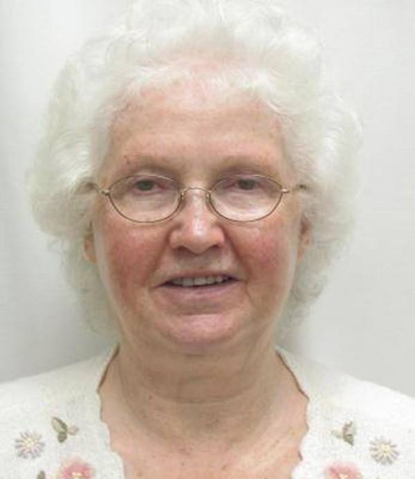 Sembra una dolce nonnina, in realtà chi si nasconde dietro questo sorriso dolce.