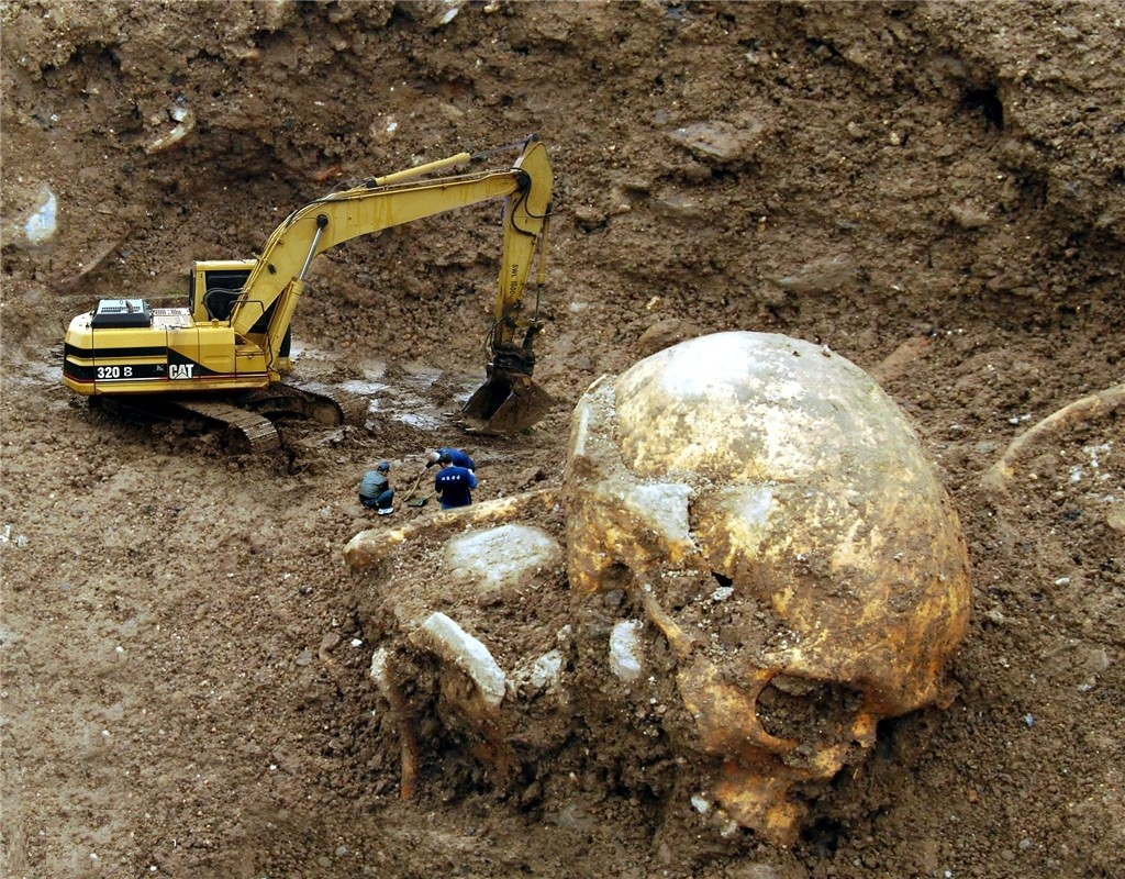 Uno scheletro umano gigante, trovato a Marcianise prov di Caserta