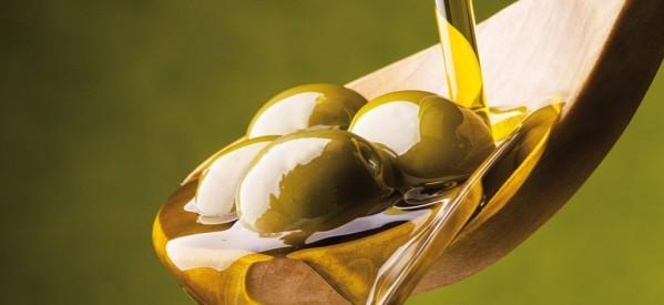 Olio d'oliva a basso prezzo nei supermercati? Ecco da dove arriva