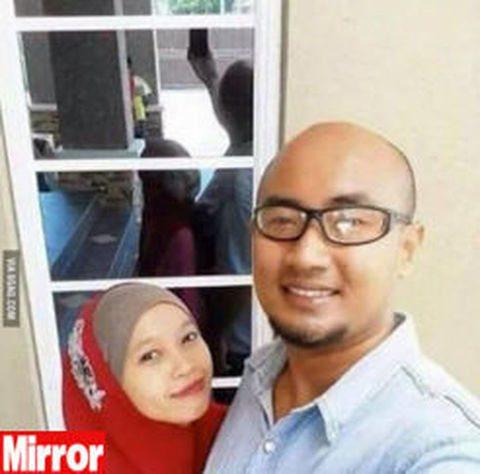 Il selfie che terrorizza il web, a causa di un particolare.