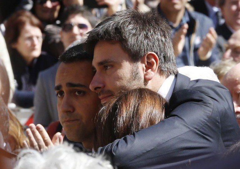 Casaleggio, m5s,  Grillo straziato dal dolore, non vi lascerò mai soli
