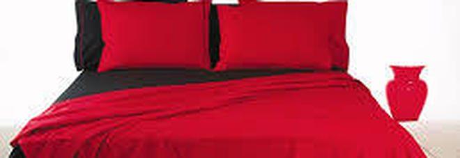 Hai le lenzuola rosse e nere sul letto? Meglio toglierle, vediamo perchè