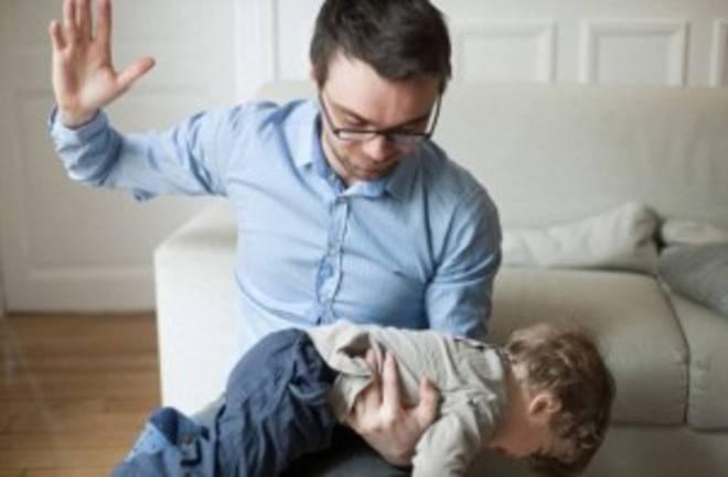 Non bisogna mai sculacciare i bambini, è dannoso, gli esperti rispondono.