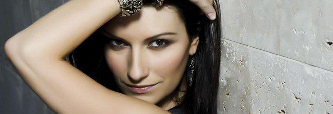 Laura Pausini confessa: il suo uomo ideale deve essere un gran maiale.