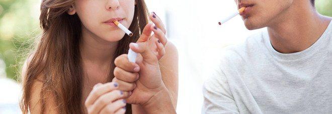Ecco perchè 8 ragazzi su 10 iniziano a fumare prima dei 20 anni