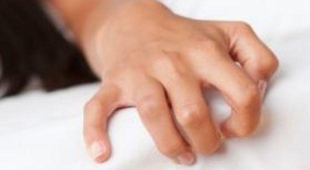 L'autoerotismo provoca la rottura di un'aneurisma, muore a 24 anni.