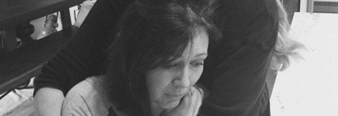 La Brenda di Beverly Hills 91210 combatte il cancro, le foto in lacrime