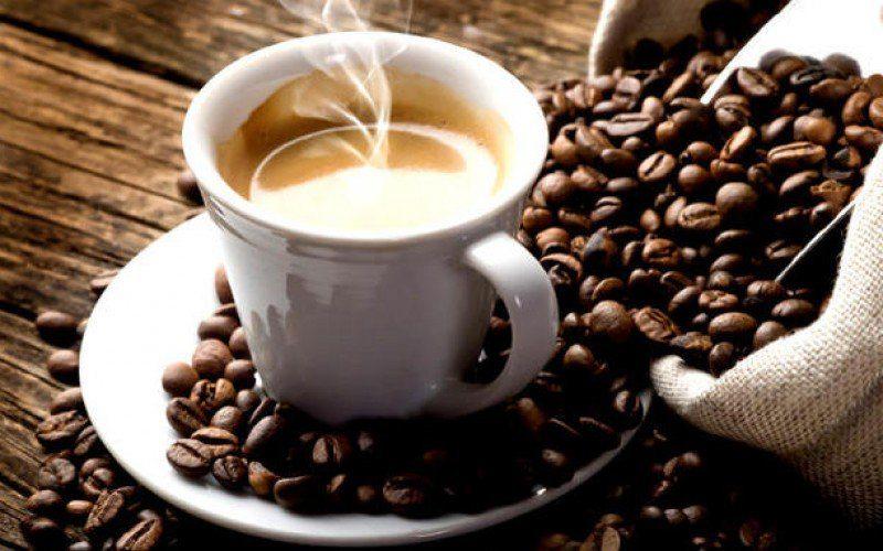 Il caffè non è cancerogeno, ma le bevande troppo calde si