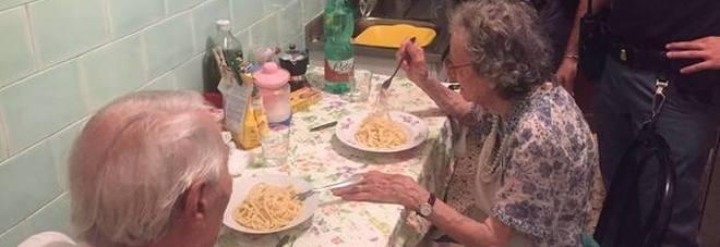 Coppia di anziani rimasti soli, piangono disperati, ecco cosa è successo
