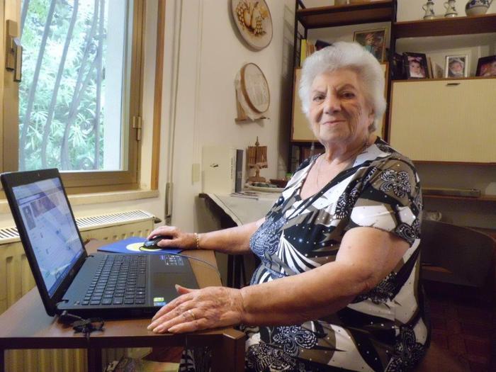 Nonnina di 98 anni iscritta a facebook, ha ritrovato amici d'infanzia
