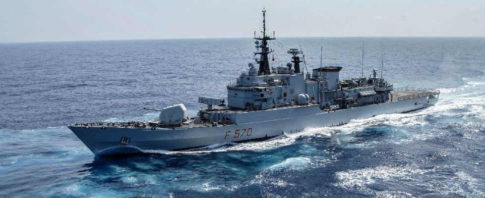 L'omaggio della marina militare: nel calendario una foto del golfo di Napoli