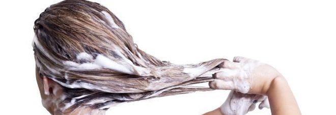 Ogni quanto vanno lavati i capelli? Rispondono gli esperti