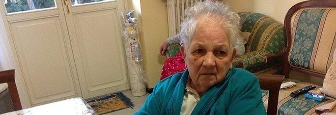 Anziana picchiata in casa da un bandito, reagisce e lo fa arrestare