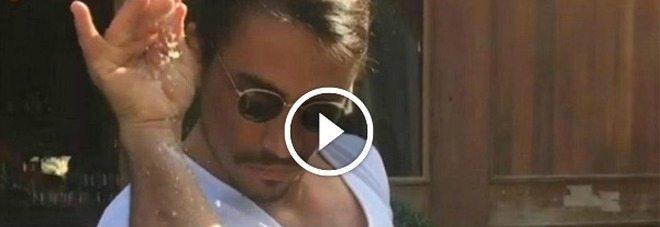Macellaio turco, star del web con la sua spolveratina di sale