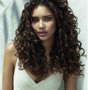 La maschera per capelli che fanno capelli più folti