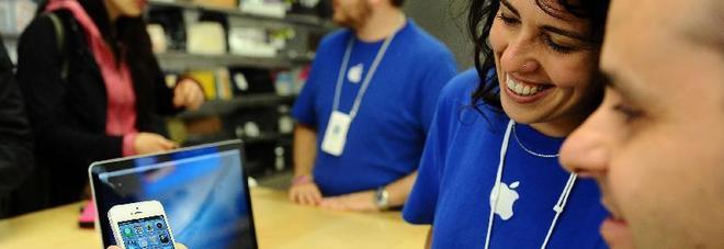 Apple cerca dipendenti in Italia, ecco come lavorare negli stores della mela.