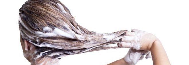 Ogni quanto bisogna lavare i capelli? Ecco cosa dicono gli esperti.