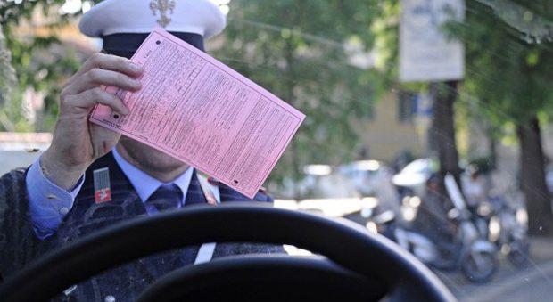 Auto senza assicurazione, niente multa se la targa è estera