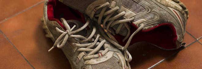 """Fate attenzione ai borseggiatori con il """"trucco della scarpa""""!"""