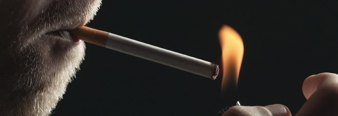 """Allarme sigarette, boom tra i giovanissimi italiani, """"Sono esposti al fumo già a 2 anni""""."""