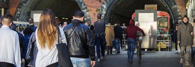Venerdì nero per i pendolari della Campania, sciopero eav, ferme circumvesuviana e cumana