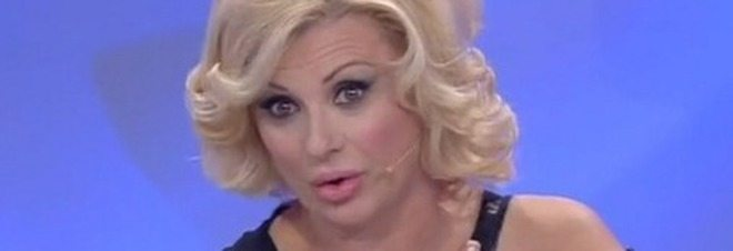 """Uomini e donne, Tina Cipollari choc: """"Due concorrenti hanno fatto sesso virtuale!"""""""