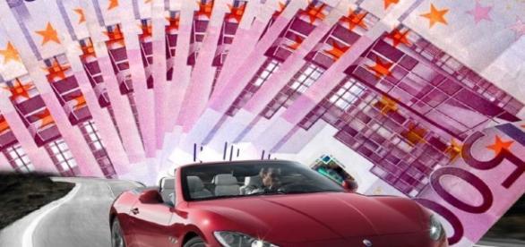 Bollo auto: nuova stangata, il pagamento della tassa, sarà proporzionale all'età del veicolo.