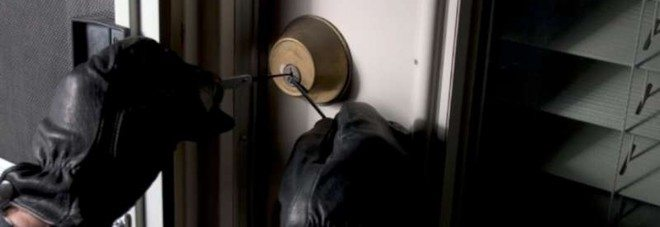 Ladri in casa durante le vacanze, ecco i 10 comandamenti per evitare brutte sorprese