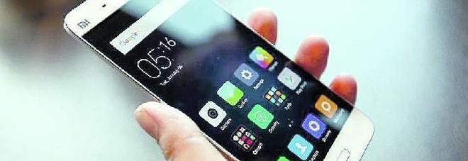 No ai cellulare per i minori di 13 anni, firme per una proposta di legge