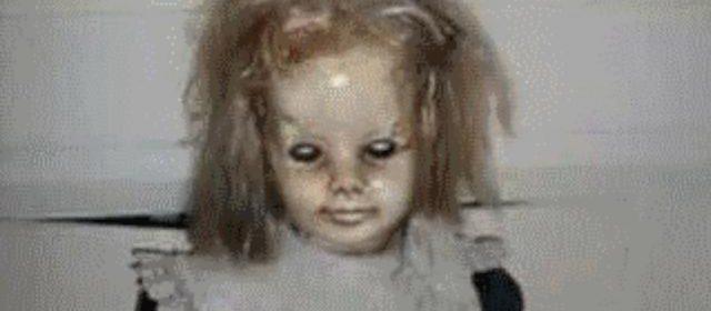 """""""La bambola è posseduta"""", parla e si muove senza avere le pile"""