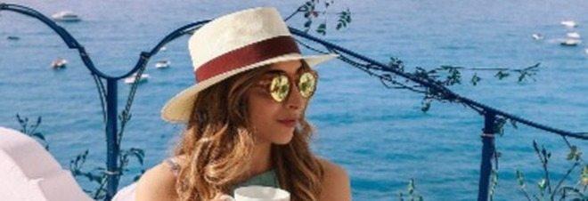 Famosa travel blogger smascherata, i fan vanno su tutte le furie