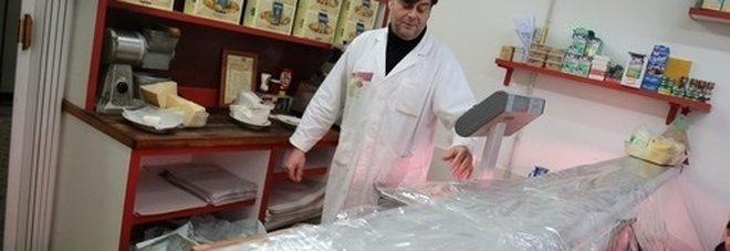 """Napoli, chiude il salumiere anti-pizzo: """"Io lasciato solo dalle istituzioni"""""""