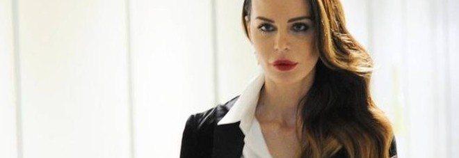 """Nina Moric cerca colf su facebook: """"La vorrei non bellissima e mi piacerebbe muta"""""""