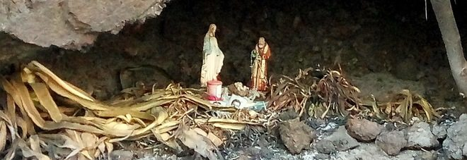 Vesuvio il presepe della grotta sopravvissuto alla fiamme, miracolo!