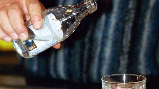 Bergamo, un bicchiere d'acqua costa 5€, famiglia indignata va via dal bar