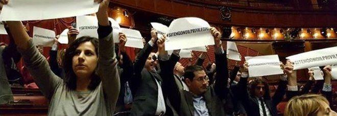 Vitalizi, la riforma assicura la pensione ai parlamentari-FATE GIRARE!
