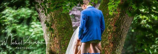Gli sposi tardano alle nozze, ma vengono sorpresi dal fotografo nel mentre fanno sesso