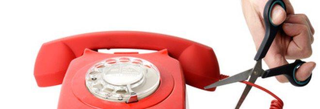 Un milione di italiani non paga la bolletta del telefono, in automatico la black list