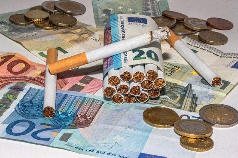 Stangata sul prezzo delle sigarette, più cari i prezzi dei pacchetti