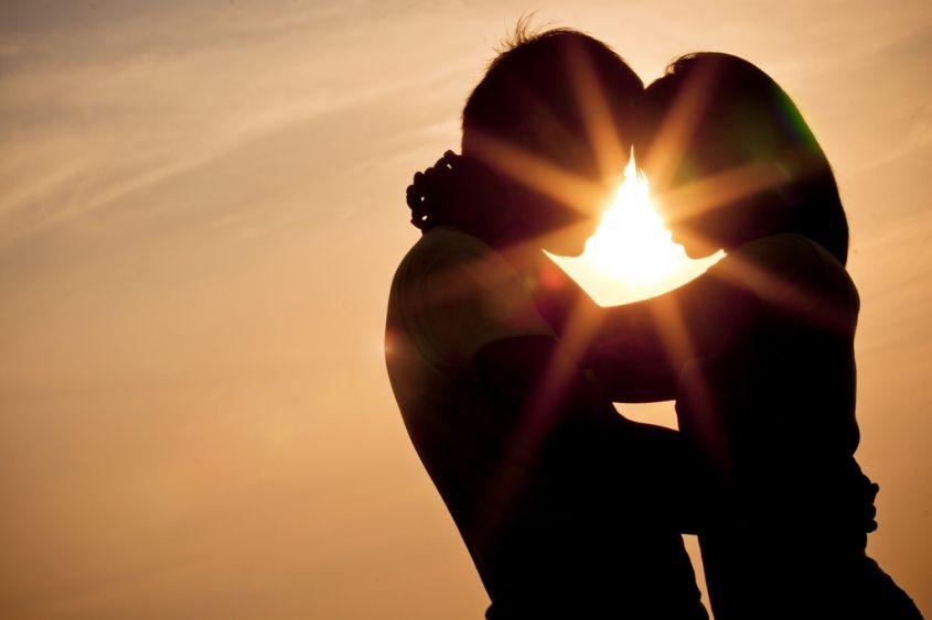 L'amore vero è tra amanti, lo testimonia un sondaggio.