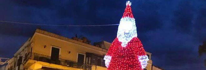 Babbo Natale trans a Ischia, scatena molte polemiche dei cittadini