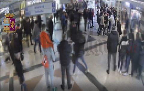 Rissa al centro commerciale, 4 arresti, un  ricercato e un ragazzo in ospedale