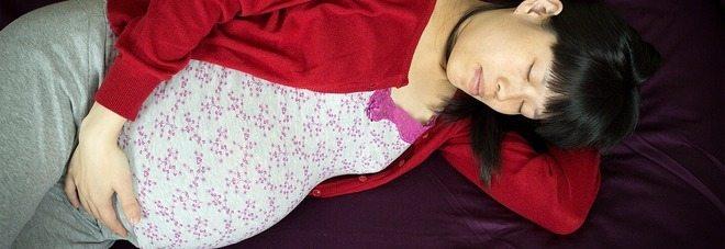 Gravidanza, dormire su un fianco durante l'ultimo trimeste fa bene al bambino