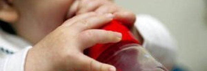 Latte in polvere per neonati contaminato da salmonella, ritirate 12 milioni di confezioni.