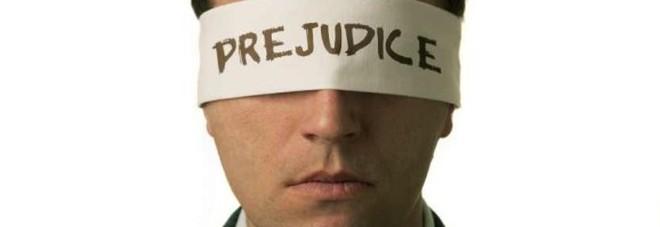 L'Italia è ancora un paese di pregiudizi, lo testimonia una ricerca.