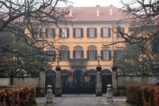 Berlusconi la villa di Arcore l'ha rubata, una storia che dovrebbe fare il giro del mondo.