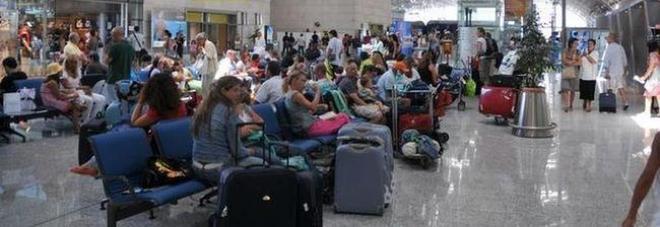 Perde  seimila euro in aeroporto, la ragazza del bar trova il potrafoglio e lo restituisce al turista